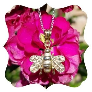 Jewelry - 14kt. Yellow Gold Bee Necklace Charm Pendant